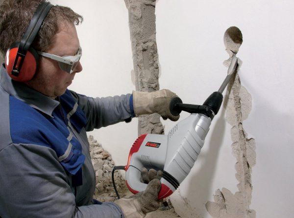 Фото штробления стены