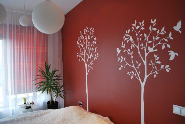 Стена с наклейками