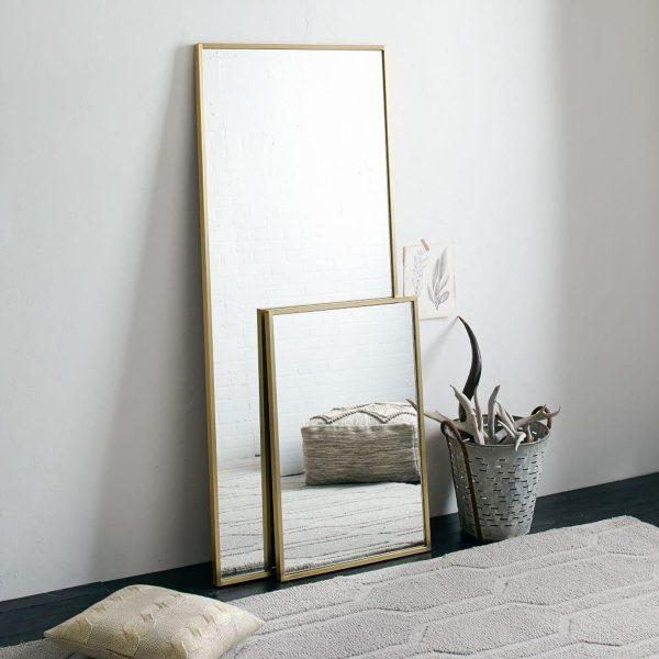 Зеркала в металлическом обрамлении
