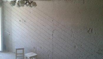 Почему необходимы насечки на стенах перед нанесением штукатурки