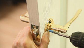 Как самостоятельно заменить ручки и замок у межкомнатных дверей