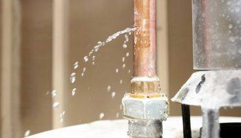 Почему может произойти протечка водопроводных труб, даже если они очень дорогие