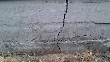 Почему нужно обращать внимание на трещины в фундаменте и как от них избавиться
