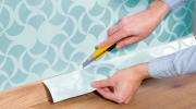 Как ровно подрезать лист обоев после поклейки