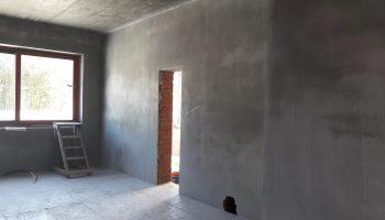 Чем грозит отделка стен с непросохшей штукатуркой