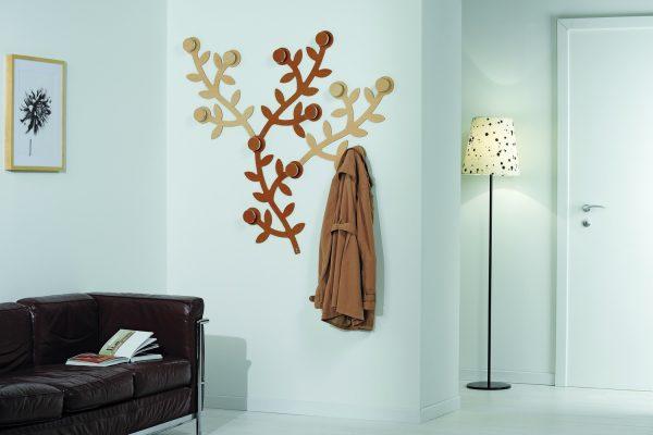 Декоративное дерево-вешалка