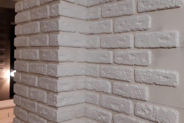 Гипсовая плитка на стене