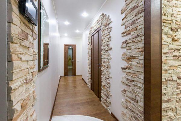 Гипсовая плитка в коридоре