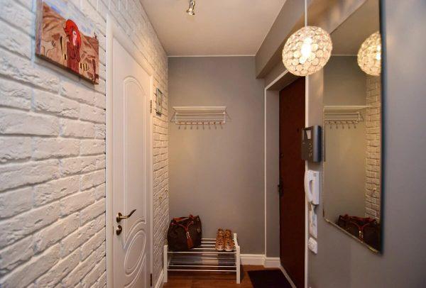 Гипсовая стена в коридоре