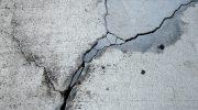 Почему стена дома дала трещину и как проверить, не ползет ли она дальше