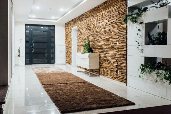 Фото 3Д панелей в коридоре