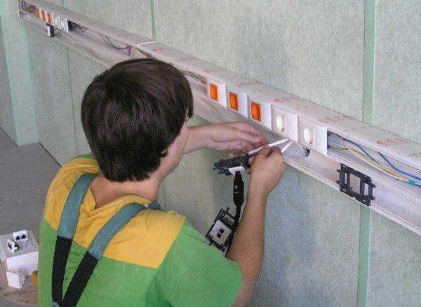 Крепление кабель-канала