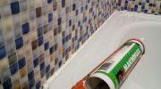 Чем можно заделать стык между ванной и стеной