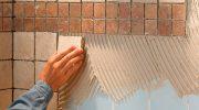 Как правильно приклеить плитку на стену своими руками