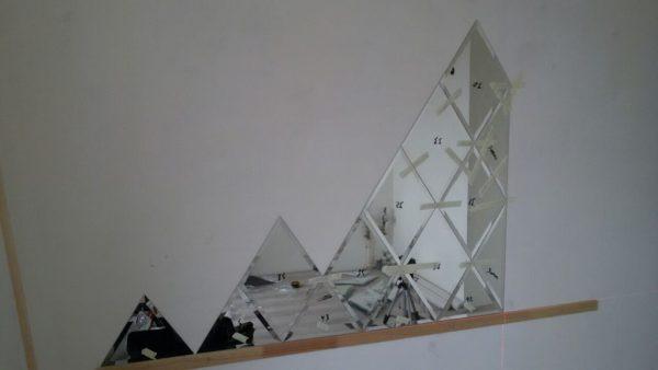 Приклеивание зеркального панно