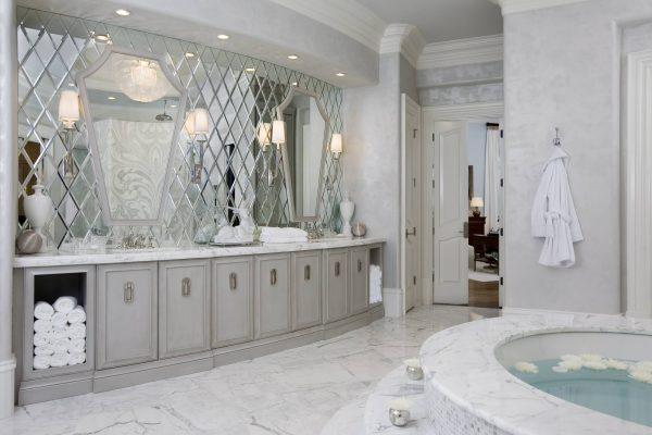 Фото зеркального панно в ванной