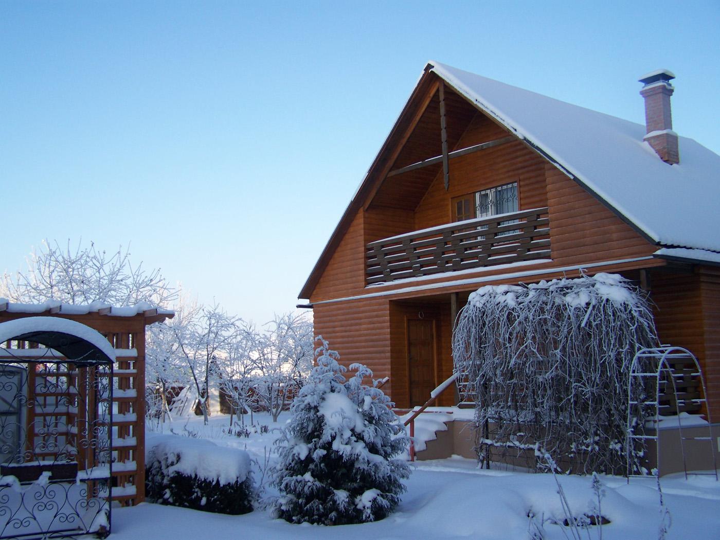 Как подготовить крышу зимним холодам?
