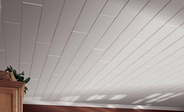 ПВХ панели на потолке