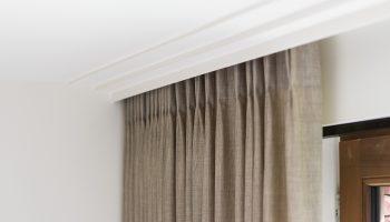 Как правильно спрятать или замаскировать гардину в любой комнате