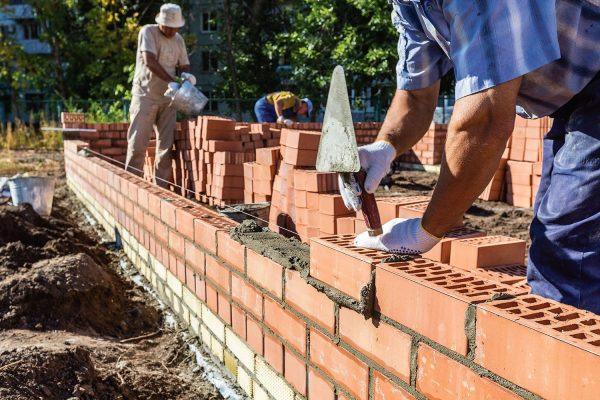 Строительство кирпичной стены