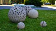 Как сделать оригинальный шар из бетона для украшения загородного участка