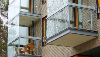 Все за и против безрамного остекления балкона