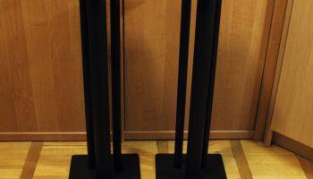 Почему стоит использовать стойки для акустики