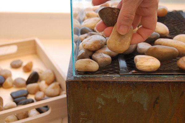 Укладка камней в биокамине