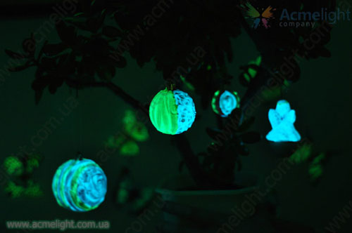 новогодние игрушки светящиеся в темноте