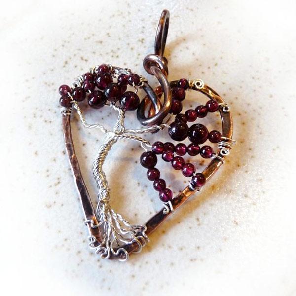 кулон дерево жизни из проволоки и бисера