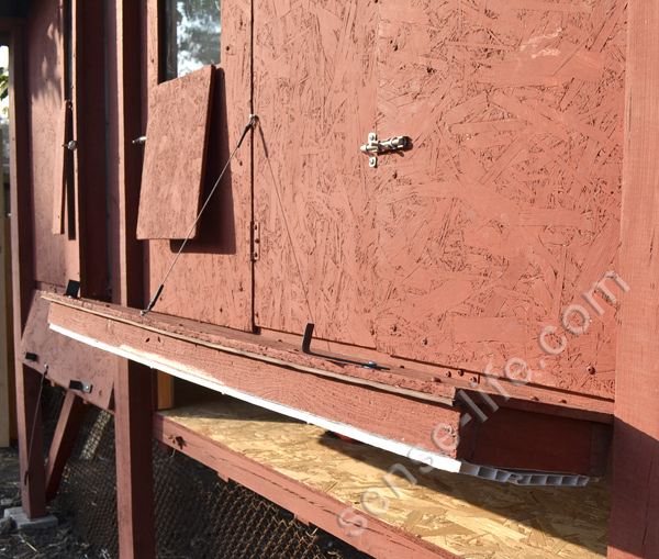 нижняя дверца для уборки помета