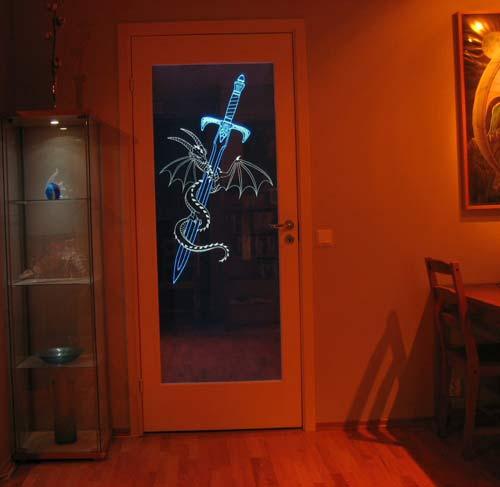 светящаяся дверь